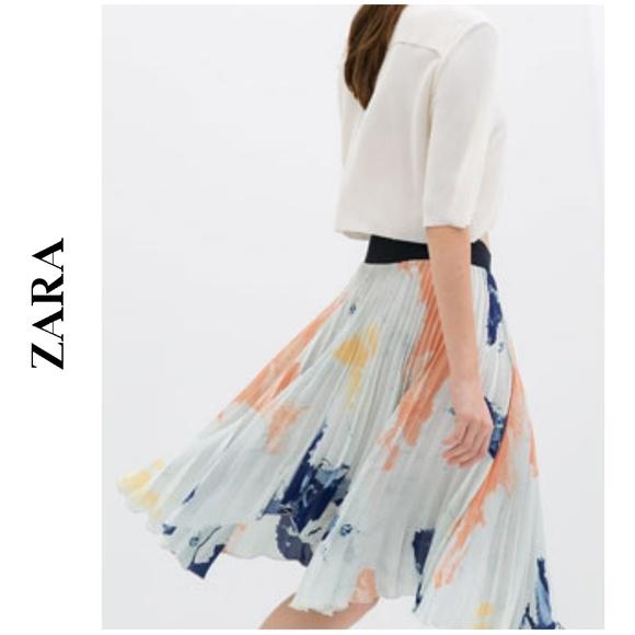 80e8f807e6 ZARA Pleated Print Skirt. M_5ad0d5049cc7eff424a1ae7e